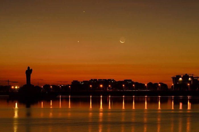 Hussain Sagar Moon Rise