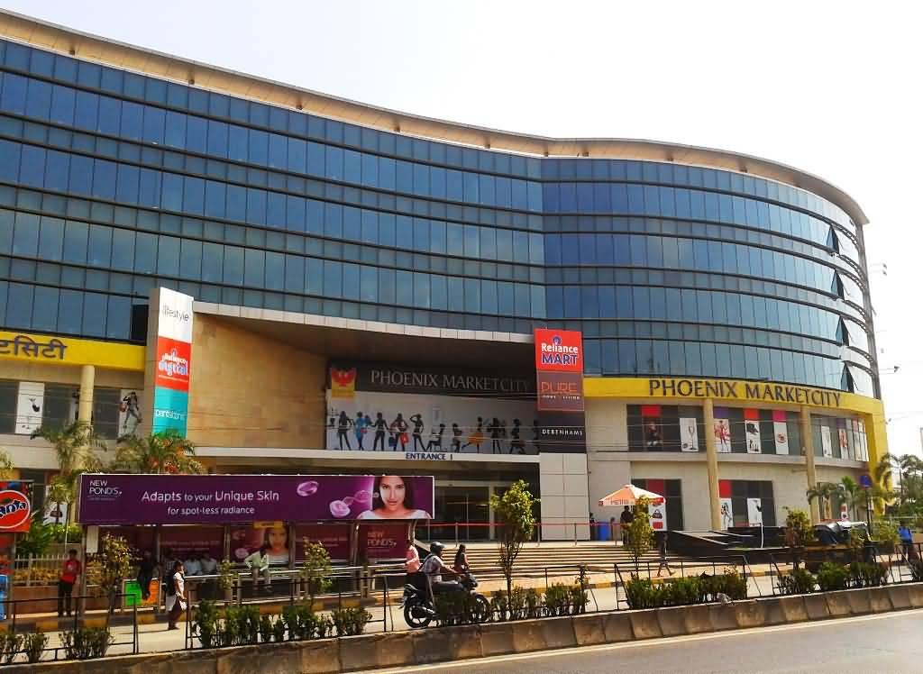 reliance mart vs big bazaar