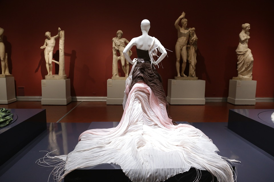 10 Most Popular Famous Fashion Designers Allrefer