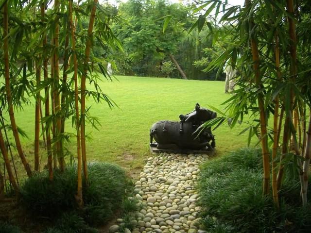 Nandi Statue In Ananda Spa Garden