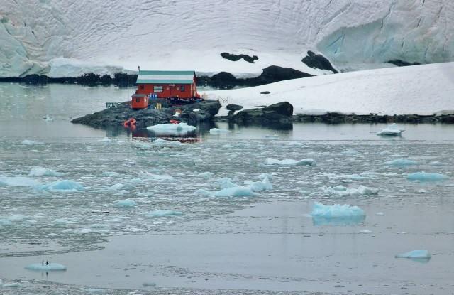 Antarctica Floting Chunks Landscape