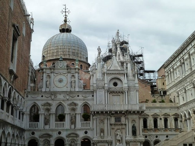 Courtyard Of The Doges Palace Venice