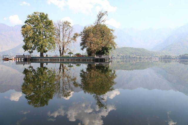 Char Chinar At Dal Lake