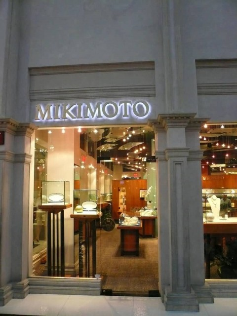 Mikimoto Venetian Hotel (Photo Credit: Michael Gray  / CC BY-SA 2.0)