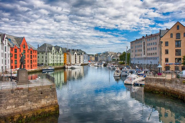 Colorful Norway (Photo Credit: Edward Dalmulder  / CC BY 2.0)