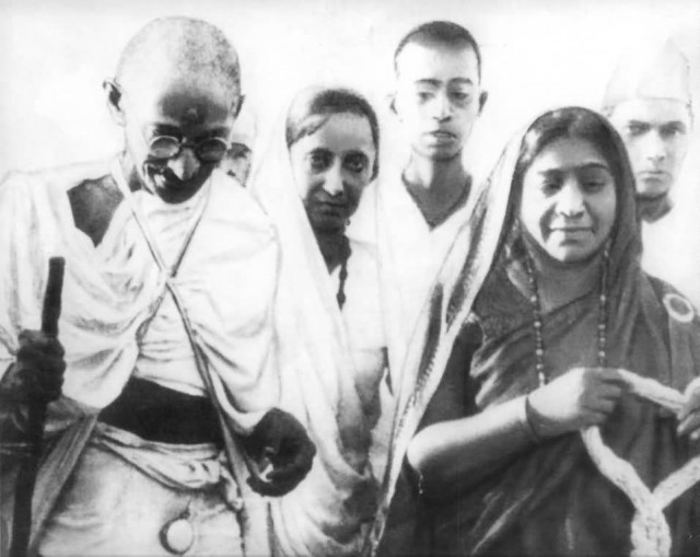 Mahatma Gandhi And  Sarojini Naidu In 1930