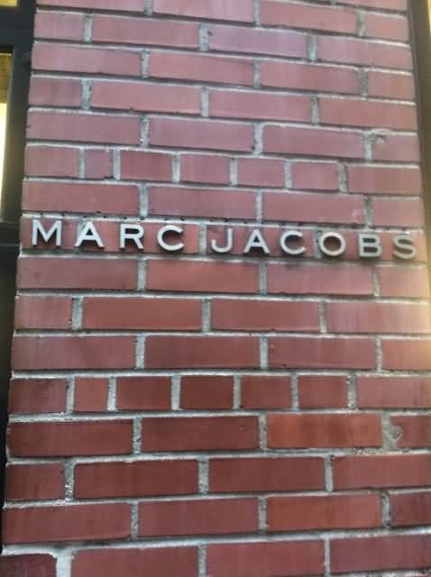 Marc Jacobs Sign (Photo Credit: Shelbyalan / CC BY-SA 3.0)