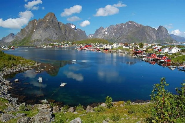 Norway Reine Lofoten (Photo Credit: melenama / CC BY-SA 2.0)