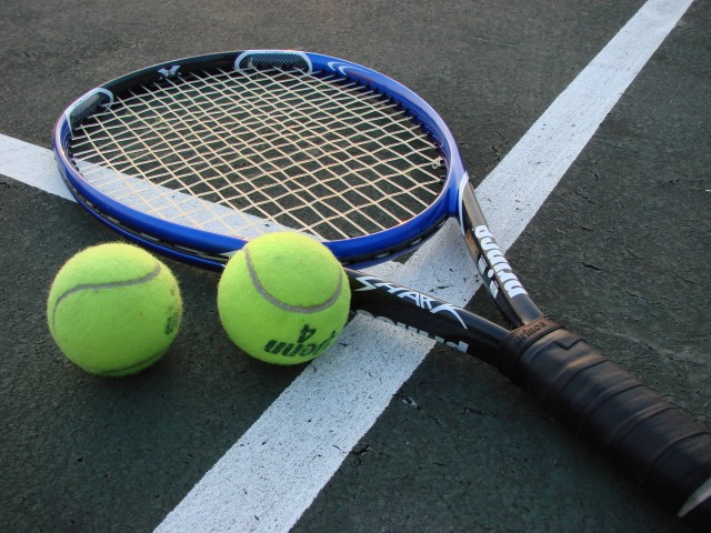 Tennis Racket And Balls (Photo Credit: Vladsinger  / CC BY-SA 3.0)