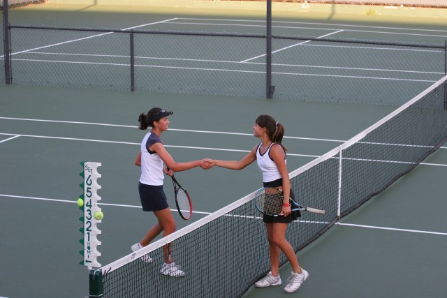 Tennis Shake Hands (Photo Credit: Dave Lowensohn  / CC BY-SA 2.0)